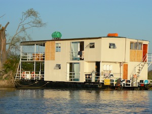 bots_nam_houseboat