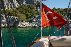 coastline_boat_turkish_flag