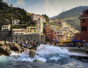 vernazza_by_sea