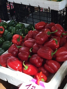 red_green_peppers_market