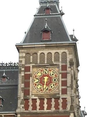 AMS_clock_face_indicating_wind_dirns_closeup
