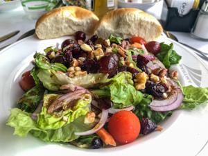 Amtrak-entrée-salad