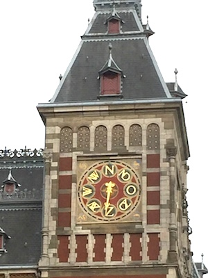 AMS_clock_face_indicating_wind_dirns_closeup