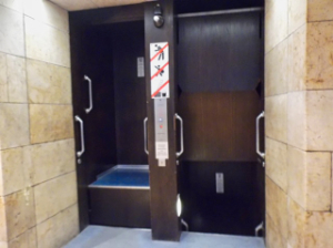 4_Christmas_Market-elevator-1